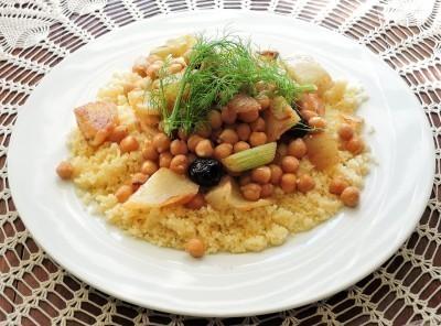 Le couscous réunit la semoule de blé et les pois chiches