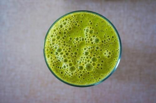 Le jus d'herbe d'orge ou de blé améliore le tonus, l'attention et assainit les intestins.
